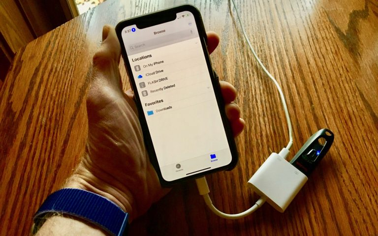 You Can Now Access Flash Drives on an iPhone or iPad—Here's How